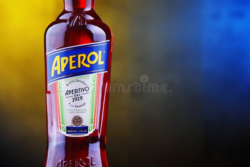 Fles van Aperol, een Italiaans die aperitief door Campari wordt geproduceerd royalty-vrije stock foto's