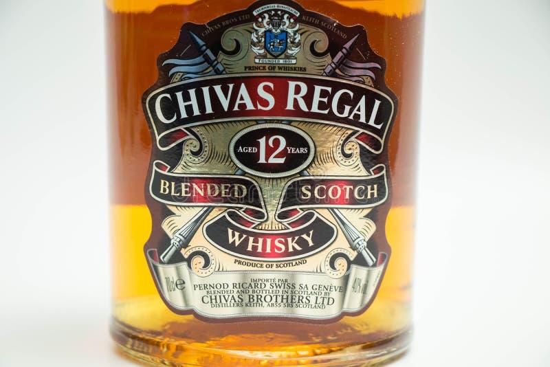 Fles van Chivas 12 jaar Vorstelijke whisky royalty-vrije stock fotografie