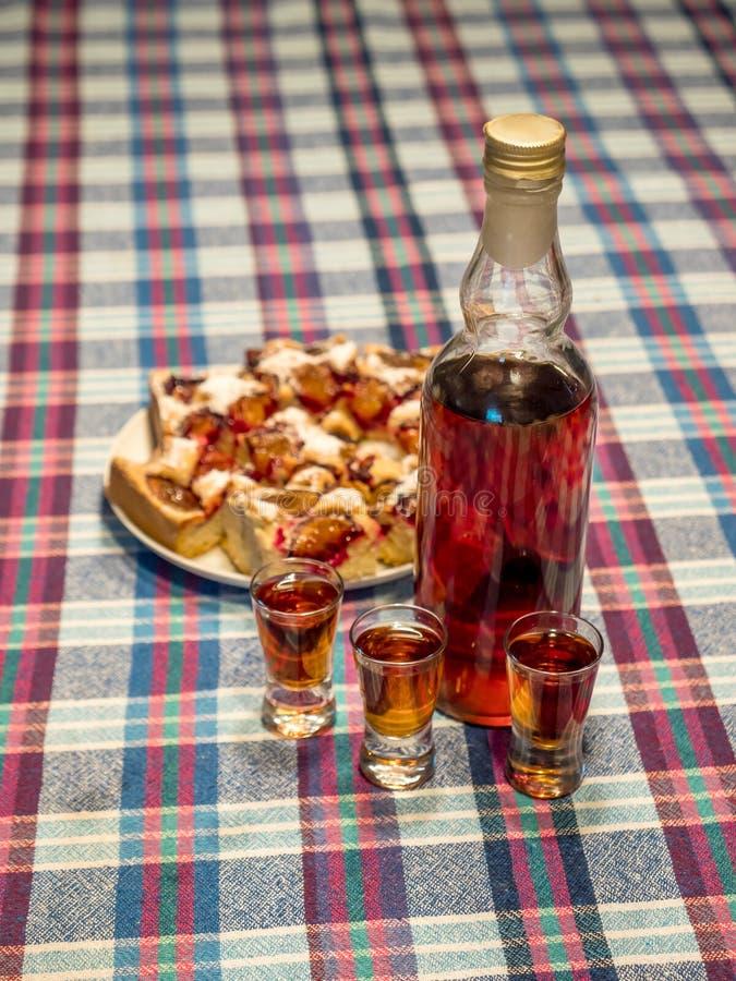 Fles van de 'home-made' doogwood-likeur royalty-vrije stock afbeelding