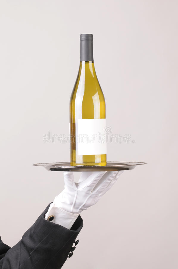 Fles van de Wijn van de kelner de Witte op Dienblad royalty-vrije stock afbeeldingen