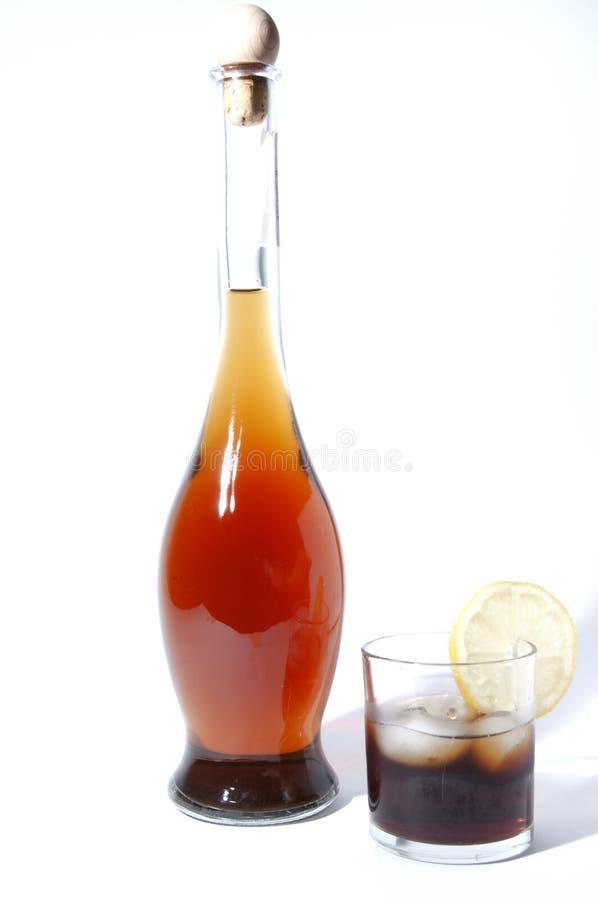 Fles vermouth met glas royalty-vrije stock foto's