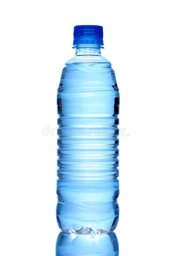 Fles Water dat op Wit wordt geïsoleerde stock foto