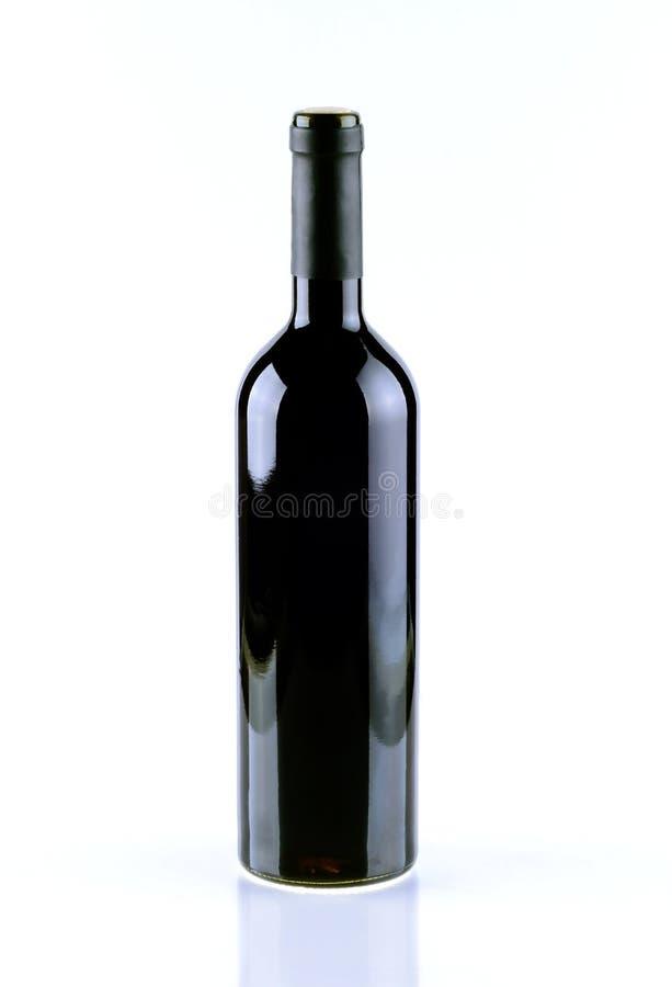 Fles wijn over witte achtergrond wordt geïsoleerd die royalty-vrije stock foto