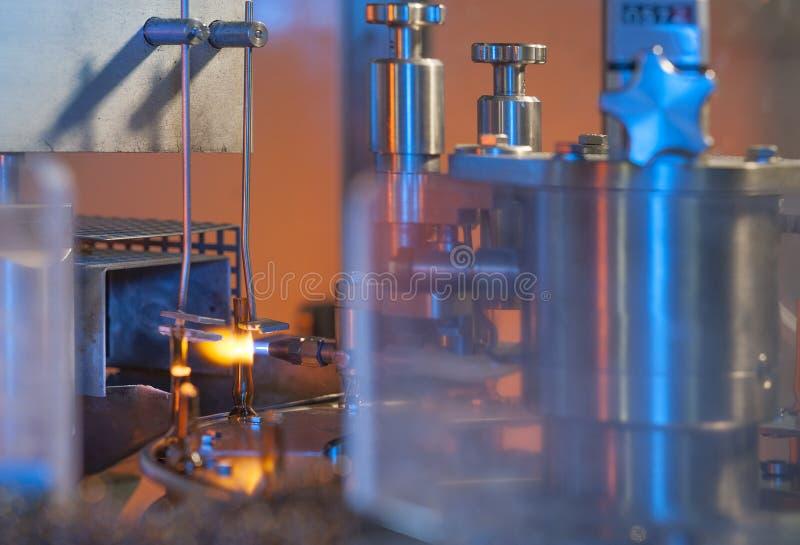 Flesje en ampule glas productie royalty-vrije stock foto's