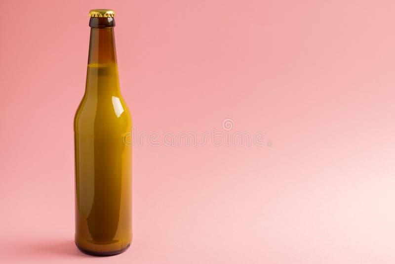 flesje melkroze achtergrond stock foto's