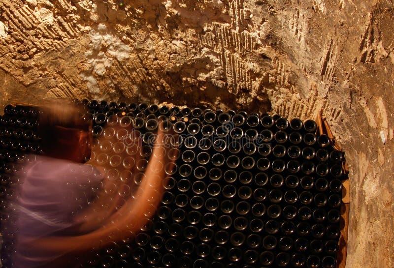 Flessen bij kelder in een wineyard in het Eiland Mallorca royalty-vrije stock foto