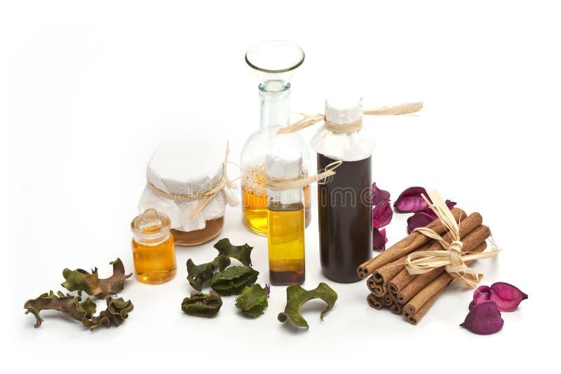 Flessen essentiële olie royalty-vrije stock afbeeldingen