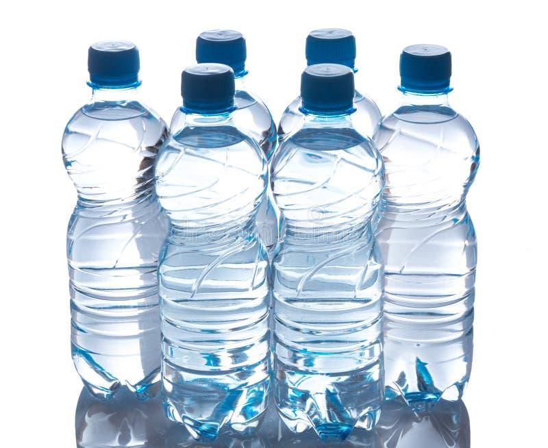 Flessen met water stock afbeelding