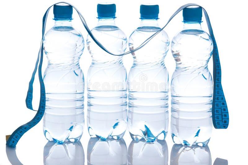 Flessen met water stock foto