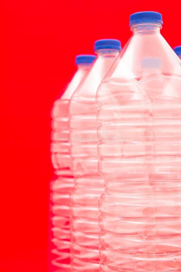 Flessen water stock afbeelding