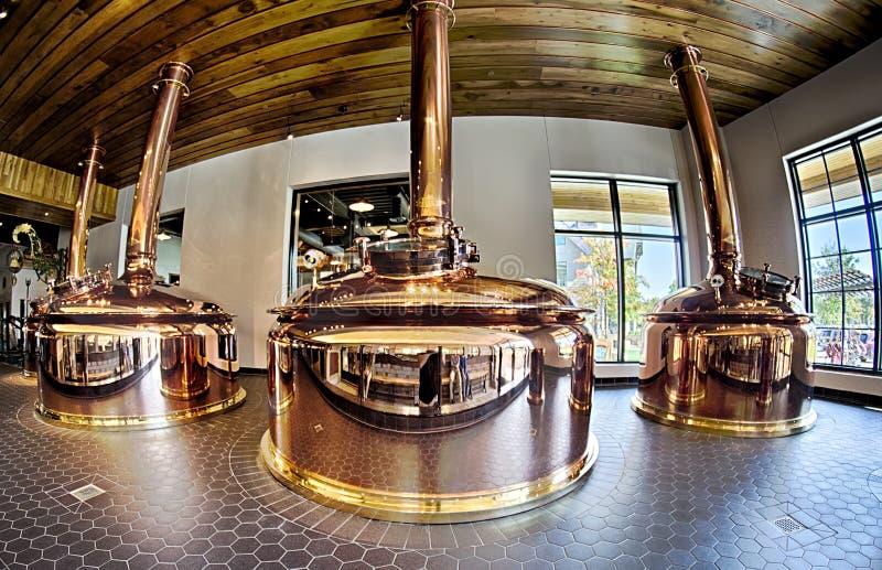 FLETCHER, NC 15 ottobre 2016 - sierra Nevada Brewery sulla d soleggiata immagini stock libere da diritti