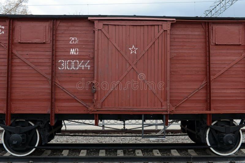 Flete el carro cubierto del dos-árbol en el museo de la historia del transporte ferroviario en el ferrocarril de Riga en Moscú fotos de archivo
