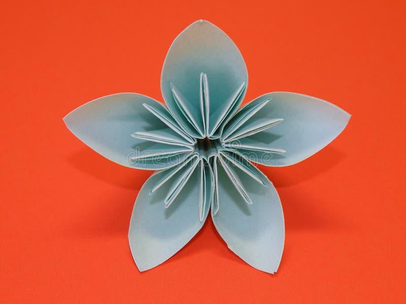 Fleur bleue d'origami image stock