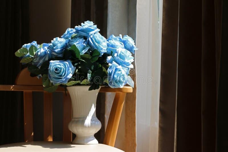 Fleur dans le vase photos stock