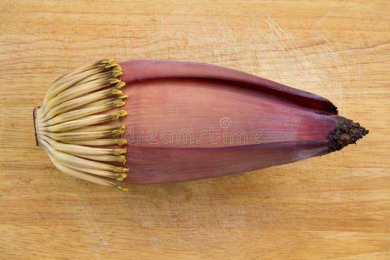 Fleur de banane sur le fond en bois photographie stock libre de droits