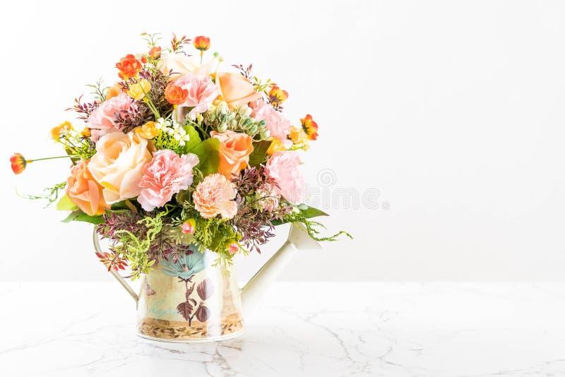 Fleur de bouquet dans le vase photo stock