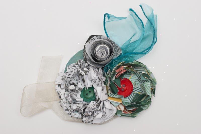 Fleur de papier et corsage littéraire de ruban illustration stock