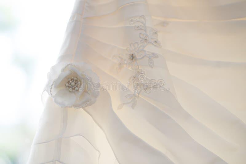 Fleur de robe de mariage photos stock