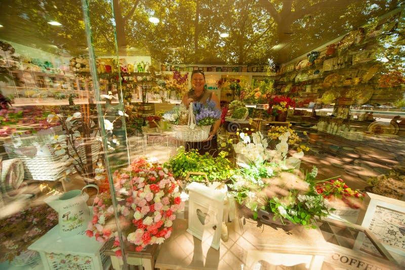 Fleuriste d'étalage à Varna en Bulgarie photos stock