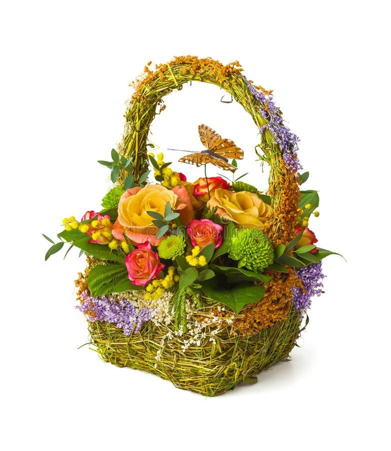 Fleurit le bouquet dans le panier image libre de droits