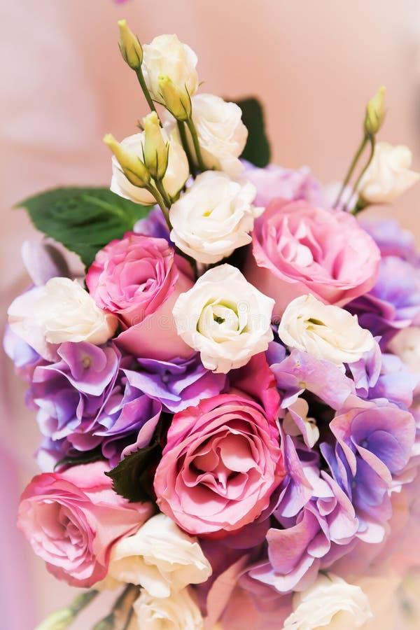 Fleurit le bouquet de floraison de roses image libre de droits