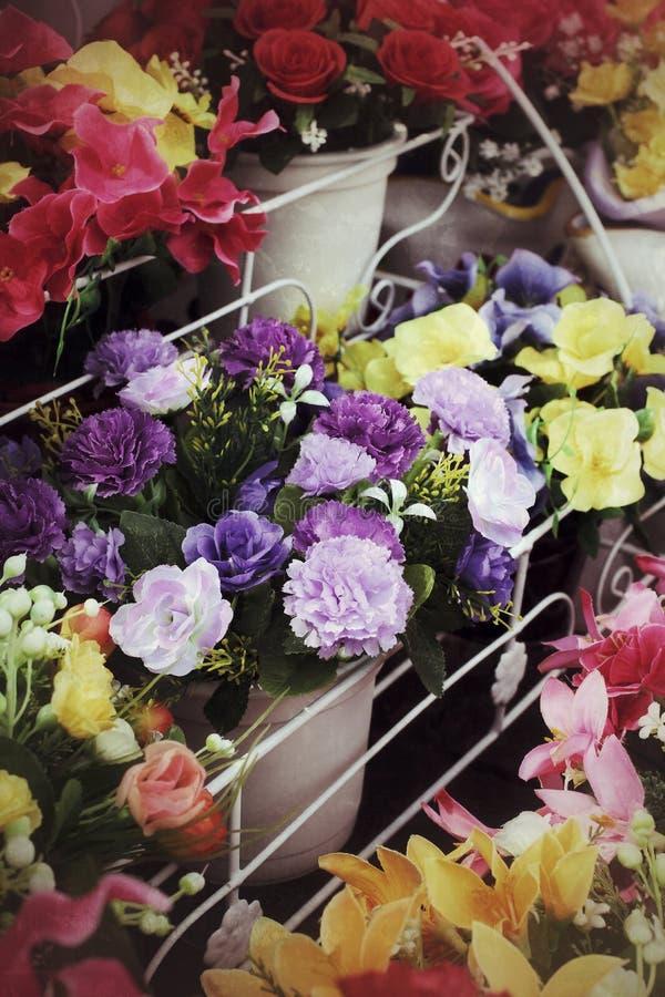 Fleurs artificielles image stock