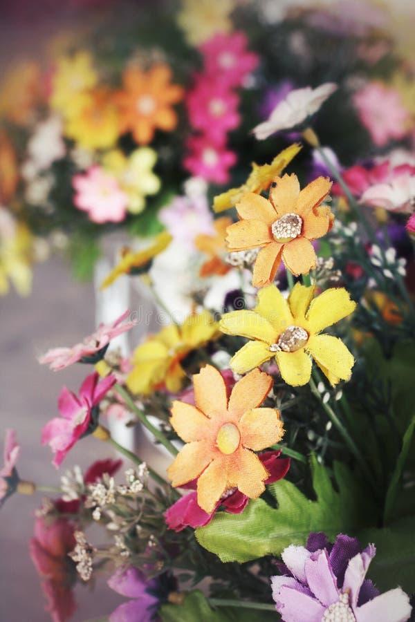 Fleurs artificielles photos libres de droits
