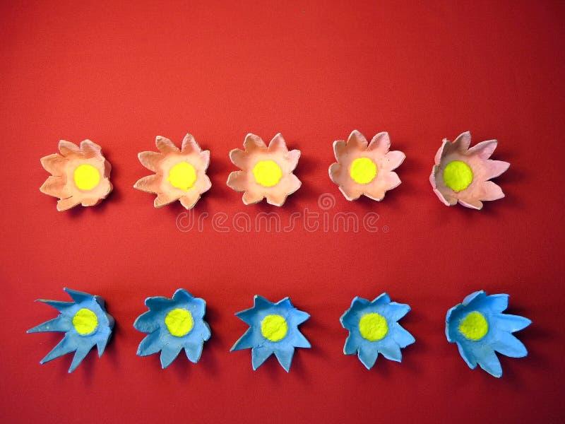 Fleurs artificielles effectuées à partir du papier photographie stock