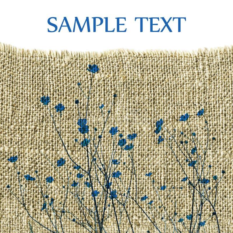 Fleurs bleues sur la toile à sac images libres de droits