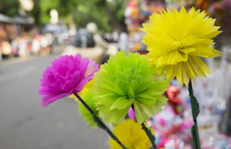 Fleurs colorées faites à partir du papier du style japonais à vendre photo libre de droits