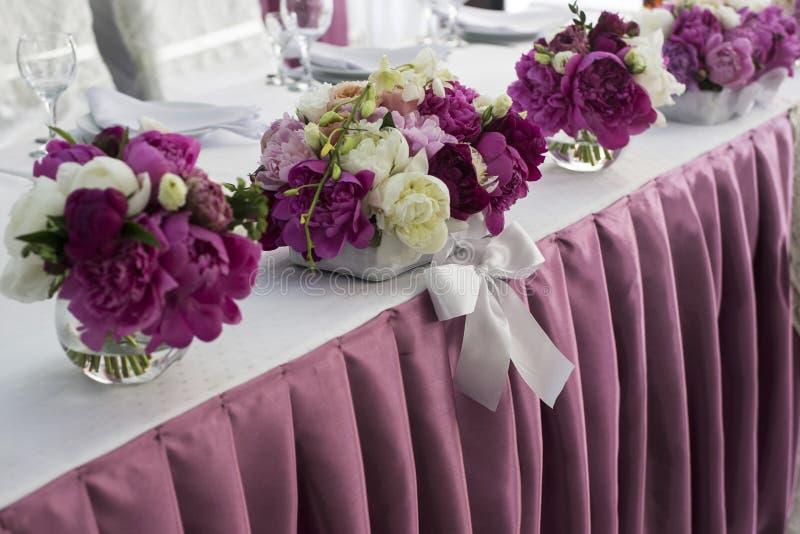Fleurs Décoration de table de mariage Acuité élevée images libres de droits