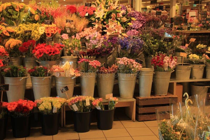Fleurs dans une boutique de fleurs photo stock