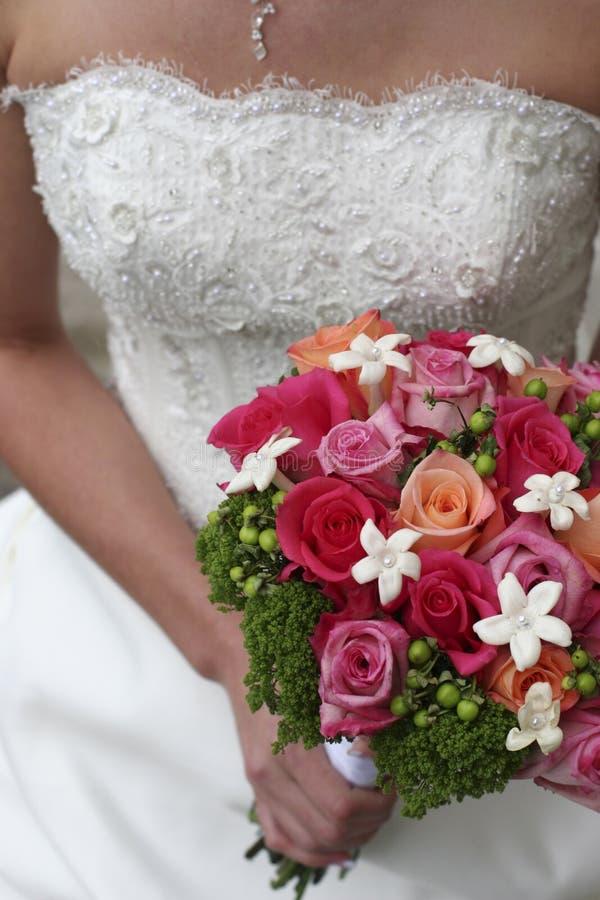 Fleurs de fixation de mariée photos stock