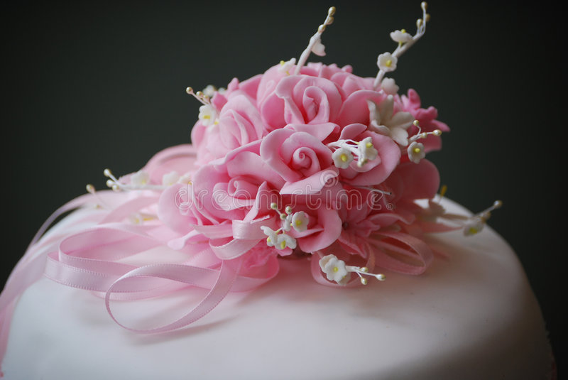 Fleurs de gâteau de mariage photo stock