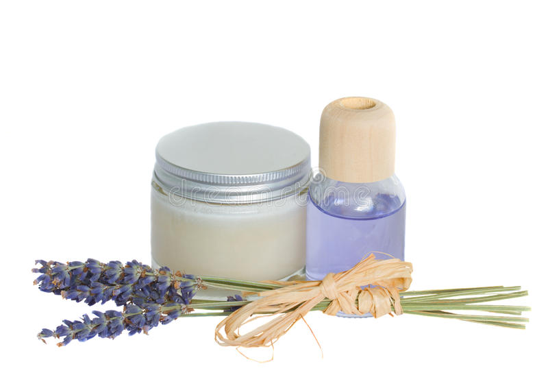 Fleurs de lavande et pétrole d'arome avec de la crème photographie stock libre de droits
