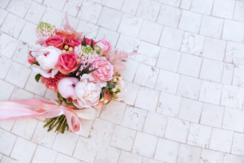 Fleurs de mariage, plan rapproché nuptiale de bouquet image stock