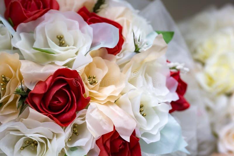 Fleurs de mariage, plan rapproch? nuptiale de bouquet D?coration faite de fleurs photo libre de droits