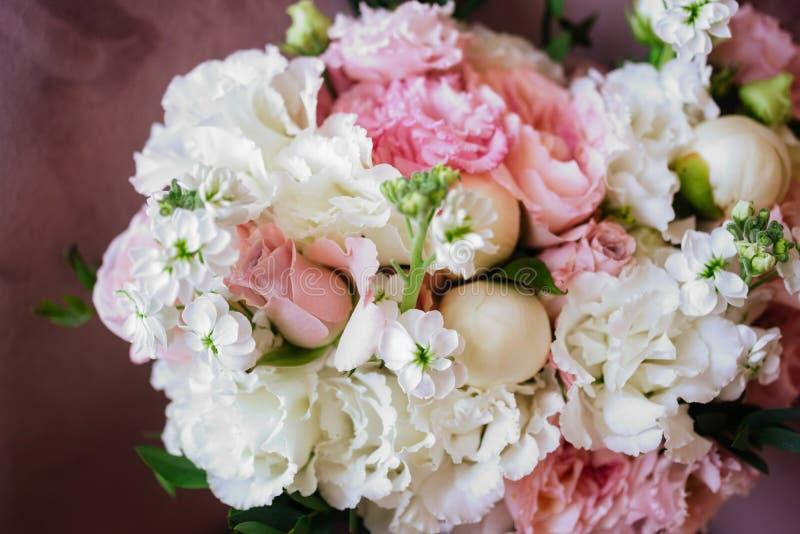 Fleurs de mariage, plan rapproch? nuptiale de bouquet photo stock