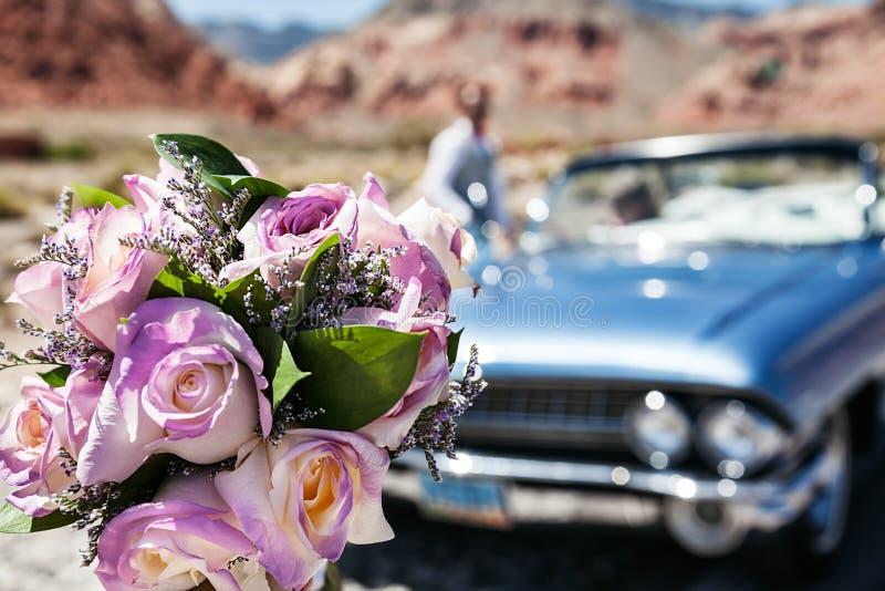 Fleurs de mariage, plan rapproch? nuptiale de bouquet La décoration a fait des roses fraîches photographie stock