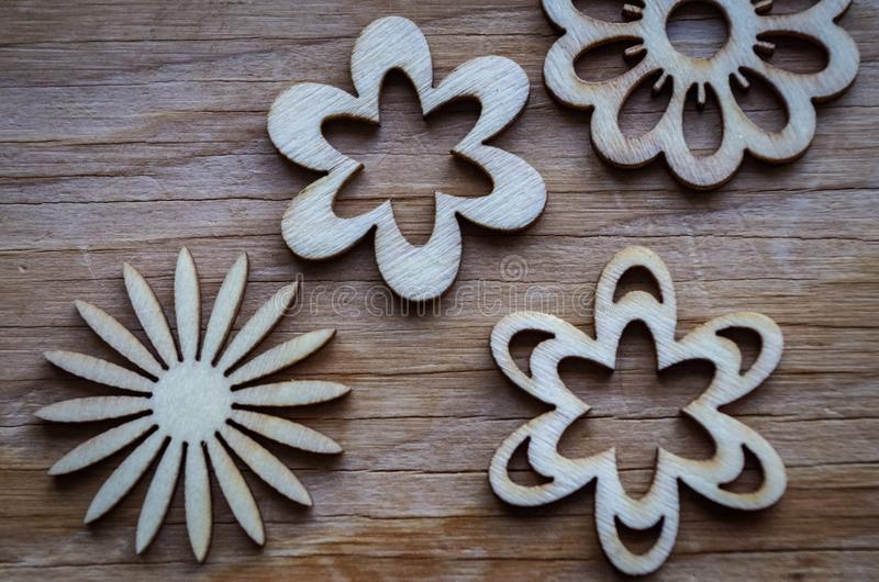 Fleurs en bois image stock