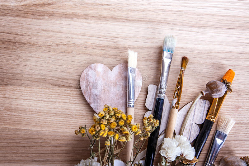 Fleurs en bois de brosse photo stock