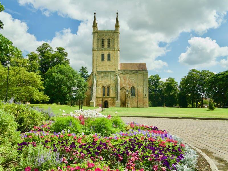 Fleurs et l'abbaye photographie stock