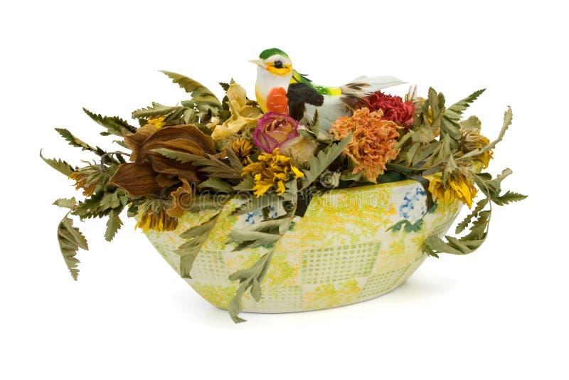 Fleurs et oiseau secs dans le vase photos libres de droits