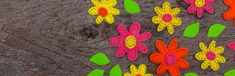 Fleurs faites main de tissu de feutre images libres de droits