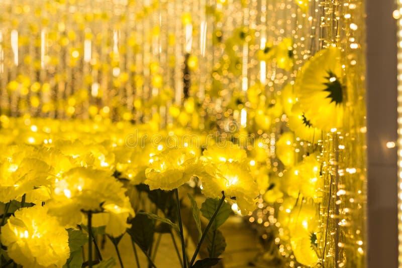 fleurs jaunes avec l'abrégé sur bokeh, x& x27 ; MAS photographie stock