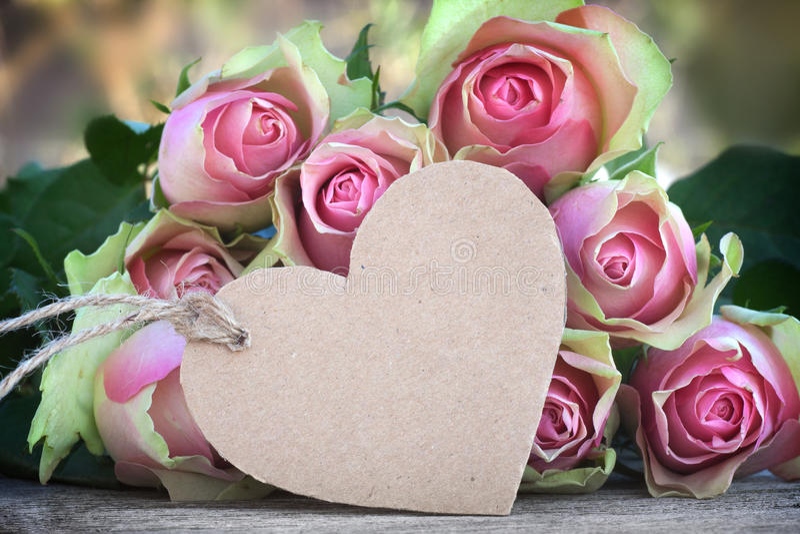 Fleurs pour le jour de valentines ou de mères photo libre de droits