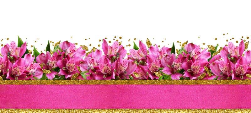 Fleurs roses d'alstroemeria et scintiller confettis dans un borde inférieur images stock