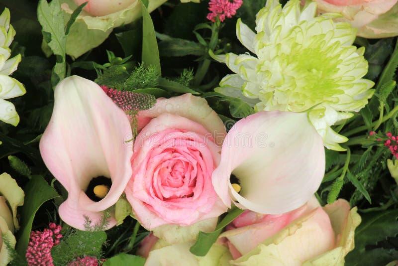 Fleurs roses de mariage image libre de droits