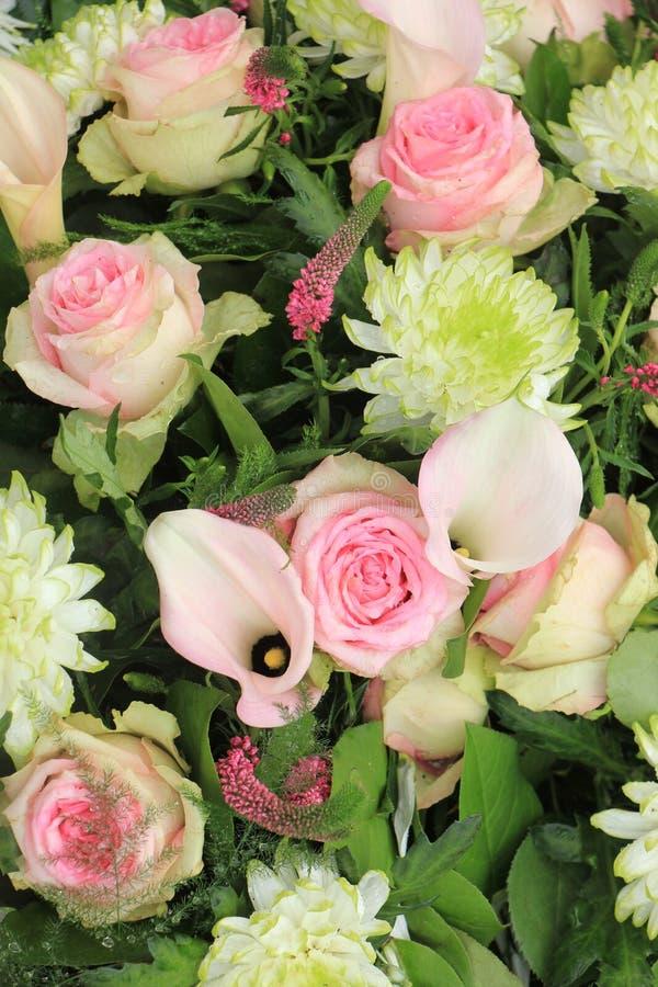 Fleurs roses de mariage photos libres de droits