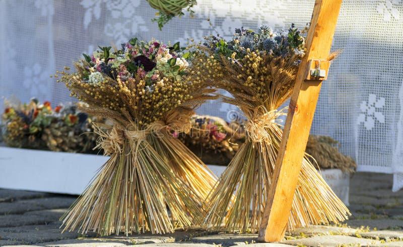 Fleurs sèches au marché en plein air à Prague images stock
